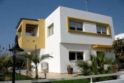 Фасад дома. Кипр, Марони : Прекрасная вилла с бассейном и зеленым двориком, 3 спальни, парковка, Wi-Fi