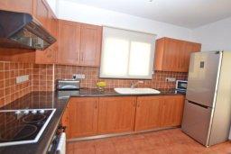 Кухня. Кипр, Ионион - Айя Текла : Уютная вилла с 3-мя спальнями, 3-мя ванными комнатами, тенистой террасой с патио и барбекю, расположена в закрытом комплексе с бассейном