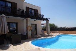 Фасад дома. Кипр, Каво Марис Протарас : Потрясающая вилла с видом на Средиземное море, с 3-мя спальнями, бассейном, тенистой террасой с патио и барбекю, расположена в тихом месте в Cavo Greko