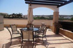 Обеденная зона. Кипр, Каво Марис Протарас : Потрясающая вилла с видом на Средиземное море, с 3-мя спальнями, бассейном, тенистой террасой с патио и барбекю, расположена в тихом месте в Cavo Greko