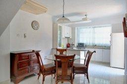 Кухня. Кипр, Гермасойя Лимассол : Двухэтажный дом с бассейном и зеленым двориком, 3 спальни, 2 ванные комнаты, Wi-Fi