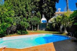 Бассейн. Кипр, Гермасойя Лимассол : Двухэтажный дом с бассейном и зеленым двориком, 3 спальни, 2 ванные комнаты, Wi-Fi