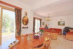 Гостиная. Кипр, Помос : Традиционная кипрская вилла с панорамным видом на море, с 3-мя спальнями, бассейном, террасой на крыше, патио, барбекю и настольным теннисом