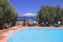 Бассейн. Кипр, Помос : Традиционная кипрская вилла с панорамным видом на море, с 3-мя спальнями, бассейном, террасой на крыше, патио, барбекю и настольным теннисом