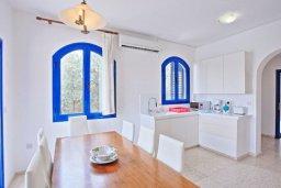 Кухня. Кипр, Полис город : Роскошная загородная вилла с потрясающим видом на море и горы, с 3-мя спальнями, с бассейном, беседкой с уличным баром и каменным барбекю, расположена в Prodromi