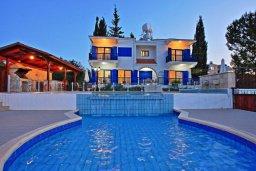 Фасад дома. Кипр, Полис город : Роскошная загородная вилла с потрясающим видом на море и горы, с 3-мя спальнями, с бассейном, беседкой с уличным баром и каменным барбекю, расположена в Prodromi