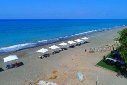 Ближайший пляж. Кипр, Аргака : Комфортабельная вилла с видом на море, с 2-мя спальнями, 2-мя ванными комнатами, бассейном, тенистой террасой с патио и барбекю, расположена всего в 50 метрах от пляжа залива Chrysochous Bay
