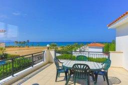 Балкон. Кипр, Аргака : Очаровательная вилла с панорамным видом на море, с 3-мя спальнями, бассейном, в окружение зелёного сада, солнечной террасой с патио и барбекю, расположена у песчаного пляжа Argaka