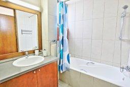 Ванная комната. Кипр, Лачи : Современная и просторная вилла с панорамным видом на море, с 3-ми спальнями, бассейном, фантастической террасой с lounge-зоной и барбекю