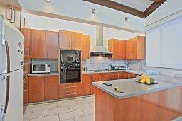 Кухня. Кипр, Лачи : Современная и просторная вилла с панорамным видом на море, с 3-ми спальнями, бассейном, фантастической террасой с lounge-зоной и барбекю
