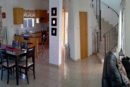 Гостиная. Кипр, Центр Айя Напы : Прекрасная вилла с 4-мя спальнями, 2-мя ванными комнатами, с бассейном, тенистой террасой с патио и барбекю, расположена в тихом районе Kokkines