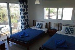 Спальня 2. Кипр, Центр Айя Напы : Прекрасная вилла с 4-мя спальнями, 2-мя ванными комнатами, с бассейном, тенистой террасой с патио и барбекю, расположена в тихом районе Kokkines