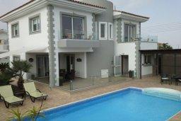 Фасад дома. Кипр, Центр Айя Напы : Прекрасная вилла с 4-мя спальнями, 2-мя ванными комнатами, с бассейном, тенистой террасой с патио и барбекю, расположена в тихом районе Kokkines