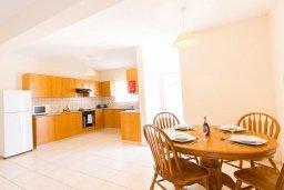 Кухня. Кипр, Ионион - Айя Текла : Уютная вилла с 2-мя спальнями, с бассейном, солнечной террасой с патио и барбекю, расположена в тихом месте в Agia Thekla