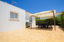 Терраса. Кипр, Ионион - Айя Текла : Уютная вилла с 2-мя спальнями, с бассейном, солнечной террасой с патио и барбекю, расположена в тихом месте в Agia Thekla