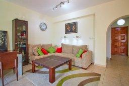 Гостиная. Кипр, Корал Бэй : Прекрасная вилла с бассейном и двориком с барбекю, 3 спальни, 2 ванные комнаты, парковка, Wi-Fi