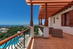 Балкон. Кипр, Афродита Хиллз : Роскошная вилла с бассейном и видом на море, 4 спальни, 2 ванные комнаты, барбекю, настольный теннис, парковка, Wi-Fi