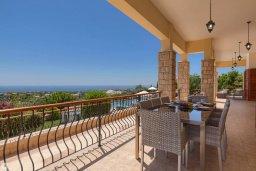Терраса. Кипр, Афродита Хиллз : Роскошная вилла с бассейном и видом на море, 4 спальни, 2 ванные комнаты, барбекю, настольный теннис, парковка, Wi-Fi