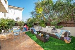 Терраса. Кипр, Коннос Бэй : Прекрасная вилла с 3-мя спальнями, 2-мя ванными комнатами, с бассейном, зелёным двориком с патио, lounge-зоной и барбекю, расположена недалеко от знаменитого пляжа Konnos Beach