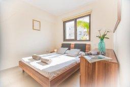 Спальня. Кипр, Каппарис : Апартамент в комплексе с бассейном, с гостиной, тремя спальнями, двумя ванными комнатами и террасой