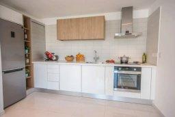 Кухня. Кипр, Авгору : Двухуровневый апартамент с гостиной, двумя спальнями и террасой на крыше