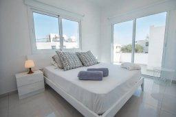 Спальня. Кипр, Авгору : Двухуровневый апартамент с гостиной, двумя спальнями и террасой на крыше