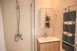 Ванная комната. Кипр, Авгору : Двухуровневый апартамент с гостиной, двумя спальнями и террасой на крыше
