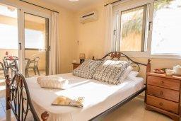 Спальня. Кипр, Каппарис : Апартамент в комплексе с бассейном, с гостиной, отдельной спальней и балконом