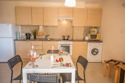Кухня. Кипр, Каппарис : Апартамент в комплексе с бассейном, с гостиной, отдельной спальней и балконом