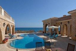 Кипр, Айос Теодорос : Роскошная вилла в 20 метрах от пляжа с большим бассейном и зеленой лужайкой, 7 спален, 6 ванных комнат, бильярд, барбекю, парковка, Wi-Fi