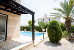 Территория. Кипр, Корал Бэй : Комфортабельная вилла с 3-мя спальнями, бассейном, тенистой террасой, патио и барбекю