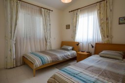 Спальня 2. Кипр, Корал Бэй : Уютная вилла с бассейном и зеленым двориком, 3 спальни, барбекю, парковка, Wi-Fi