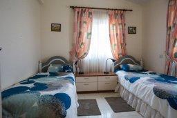 Спальня 3. Кипр, Корал Бэй : Уютная вилла с бассейном и зеленым двориком, 3 спальни, барбекю, парковка, Wi-Fi