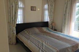Спальня. Кипр, Корал Бэй : Уютная вилла с бассейном и зеленым двориком, 3 спальни, барбекю, парковка, Wi-Fi