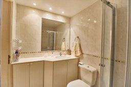 Ванная комната 2. Кипр, Пафос город : Вилла в комплексе с бассейном, 3 спальни, 2 ванные комнаты, терраса