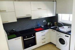 Кухня. Кипр, Корал Бэй : Таунхаус в комплексе с бассейном, 2 спальни, балкон с видом на море
