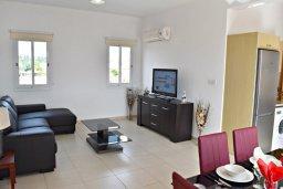 Гостиная. Кипр, Корал Бэй : Апартамент с гостиной, тремя спальнями, двумя ванными комнатами и большим балконом с видом на море