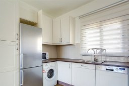 Кухня. Кипр, Центр Лимассола : Апартамент недалеко от моря с гостиной и двумя спальнями