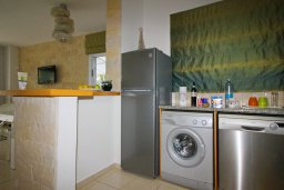 Кухня. Кипр, Центр Лимассола : Прекрасный таунхаус в комплексе с двумя бассейнами, 2 спальни, 2 ванные комнаты, барбекю, парковка, Wi-Fi