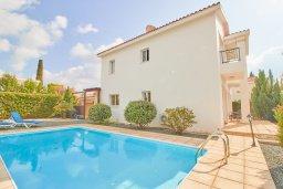 Фасад дома. Кипр, Корал Бэй : Прекрасная вилла с бассейном и зеленым двориком, 3 спальни, 2 ванные комнаты, барбекю, парковка, Wi-Fi
