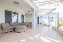 Балкон. Кипр, Пейя : Роскошная вилла с видом на Средиземное море  и горы, с 4-мя спальнями, с бассейном в окружении пышного зелёного сада, тенистой террасой с патио и барбекю, расположена недалеко от пляжа Coral Bay Beach