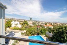 Вид. Кипр, Пейя : Роскошная вилла с видом на Средиземное море  и горы, с 4-мя спальнями, с бассейном в окружении пышного зелёного сада, тенистой террасой с патио и барбекю, расположена недалеко от пляжа Coral Bay Beach