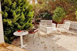 Территория. Кипр, Корал Бэй : Уютная вилла с видом на Средиземное море, с 4-мя спальнями, с бассейном в окружении зелёного сада, тенистой террасой с патио и барбекю, расположена недалеко от пляжа Corallia Bay Beach
