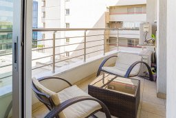 Балкон. Кипр, Центр Лимассола : Студия в комплексе с бассейном и в 20 метров до пляжа