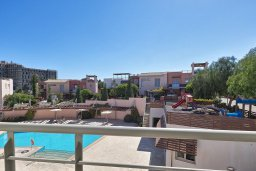 Вид. Кипр, Св. Рафаэль Лимассол : Роскошный апартамент в комплексе с бассейном, 100 метров до пляжа, большая гостиная, 2 спальни, балкон