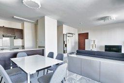Гостиная. Кипр, Св. Рафаэль Лимассол : Роскошный апартамент в комплексе с бассейном, 100 метров до пляжа, большая гостиная, 2 спальни, балкон