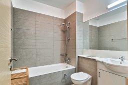 Ванная комната. Кипр, Св. Рафаэль Лимассол : Роскошный апартамент в комплексе с бассейном, 100 метров до пляжа, большая гостиная, 2 спальни, балкон