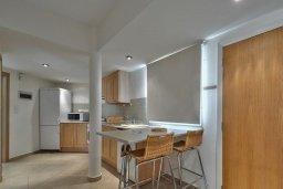 Кухня. Кипр, Мутаяка Лимассол : Апартамент с гостиной, отдельной спальней и террасой