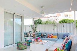 Патио. Кипр, Айос Тихонас Лимассол : Роскошный апартамент в 20 метрах от пляжа, с просторной гостиной, двумя спальнями и патио