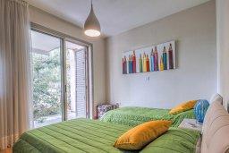 Спальня 2. Кипр, Айос Тихонас Лимассол : Двухуровневый апартамент в комплексе с бассейном, с просторной гостиной, двумя спальнями, двумя ванными комнатами и патио